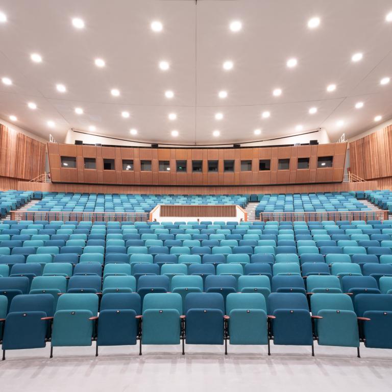 Caloi Arredamenti Per Cinema Teatri Sale Congressi E Per Chiese