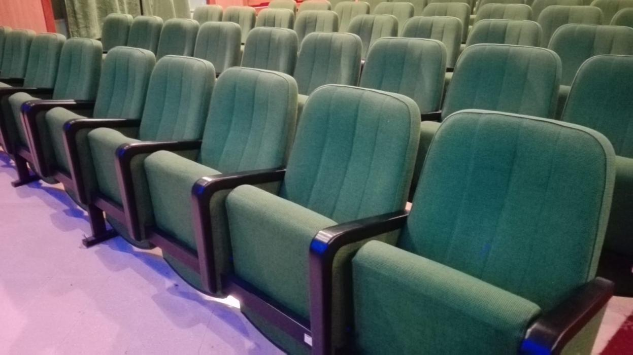 Poltrone Cinema Usate.Offerte Per Poltrone Usate Sale Cinema Teatri Caloi Outlet