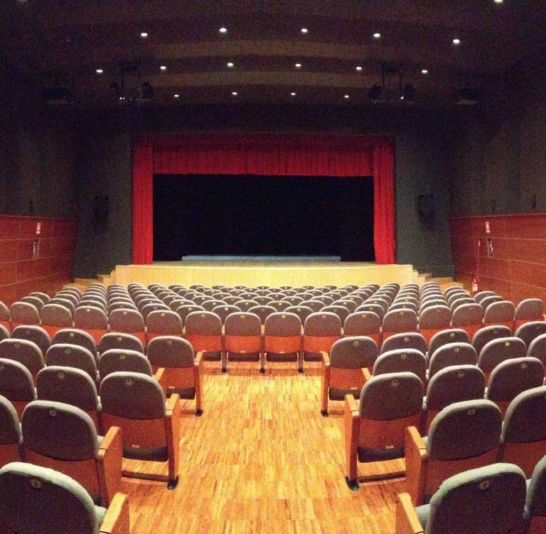 Giada for Poltrone teatro